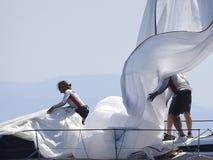 Königschalenregatta in Mallorca-deatil auf Mannschaftsarbeit lizenzfreies stockfoto