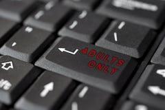 KÖNSBESTÄMMA meddelandet skriver in på tangent, för pornografi Royaltyfria Bilder