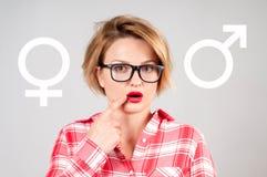 Könsbestämma valet Symbol för för genussymbolrosa färger och blått royaltyfri bild