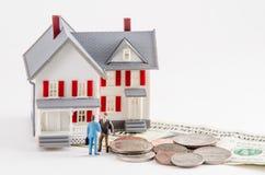Köp eller sälj ett hus arkivbilder