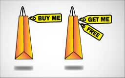 Köp ett får ett erbjudande på shopping hänger lös med märker Arkivbilder
