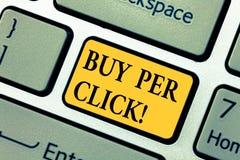 Köp för textteckenvisning per klick Teknologier för ecommerce för begreppsmässigt foto online-inhandla moderna som shoppar tangen royaltyfria foton