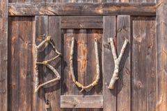 KÖP formuleringar som göras från naturligt trä på träbakgrund, använd för Royaltyfria Bilder