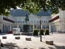 Köpa en glass i Haag royaltyfria bilder