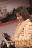 köpande handväskakvinna Royaltyfri Bild