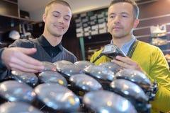 Köpande i golf shoppar Fotografering för Bildbyråer