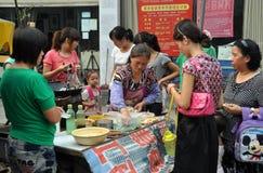 köpande kvinnor för porslinmatpengzhou Royaltyfria Foton