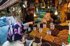 Köpande olivgrön i Istanbul Royaltyfria Bilder