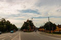 Köpenhamn Danmark - 2019 Berömda gator med färgglade byggnader i Köpenhamns gamla historiska mitt denmark arkivfoto