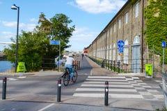 Köpenhamn Danmark - Juli 9, 2018 Cirkulering av Köpenhamnen Cykelbanor Transport royaltyfri bild