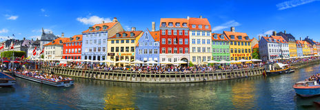 KÖPENHAMN DANMARK - JULI 07: Nyhavn område i Köpenhamn denmark Royaltyfria Foton