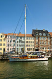 Köpenhamn Nyhavn hamn med antika färgrika buldings Royaltyfria Bilder