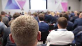 Köpfe von Leuten im Auditorium Buiseness-Konferenz Fokus auf Kopf stock footage