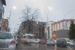 Kör alltid bilen med försiktighet, när det regnar Royaltyfria Foton