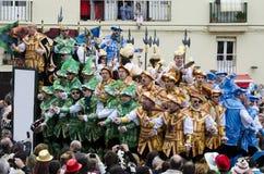 Kör av karnevalallsånger till åhörarna Arkivbild