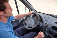kör chauffören handen låtna vara skåpbil medel Arkivfoton