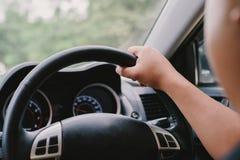 Kör en bil Arkivfoto