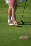 kör golfaren som teeing till upp Royaltyfri Fotografi