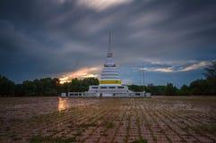Kör himmel på pagod Fotografering för Bildbyråer