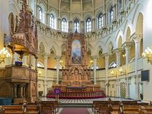 Kör och altare av Sts John kyrka i Helsingfors, Finland royaltyfri fotografi