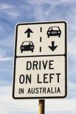 Kör på vänstert i det Australien tecknet Royaltyfria Bilder