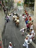 Köra av tjurarna i Pamplona Royaltyfri Fotografi
