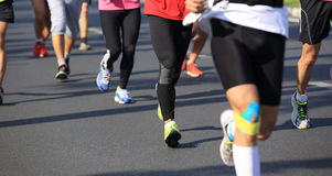 Köra för maratonidrottsman nen Arkivfoton