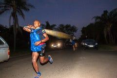Köra Non maraton för stoppDusi kanot Royaltyfri Foto