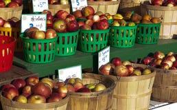 Körbe der Äpfel Stockfotografie