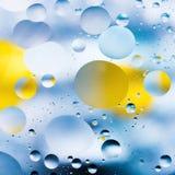 Körniger farbiger abstrakter Hintergrund mit Kratzern und Flecken besteht aus Bällen in einer rero Art, Makroabstraktion Lizenzfreies Stockbild