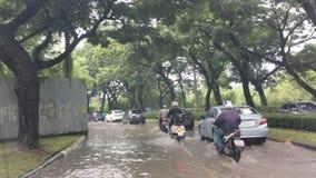 Körning översvämma bangkok Thailand lager videofilmer
