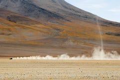 Körning av Altiplanoen av Bolivia arkivbilder
