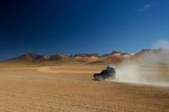 Körning av Altiplanoen av Bolivia arkivfoto