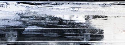 Körning av bilreflexion i den våta stadsgatan i rörelsesuddighet Royaltyfria Foton