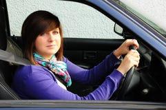 körning av den nätt tonåringen Royaltyfria Foton