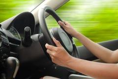 Körning av en bil Fotografering för Bildbyråer