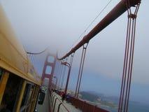Körning av Golden gate bridge Arkivfoton