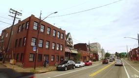 Körning av perspektiv av affärer i område för Pittsburgh ` s bloomfield arkivfilmer