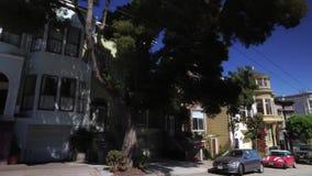 Körning av perspektiv på bostads- gator av San Francisco arkivfilmer