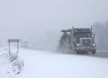 körning av snowstormen Arkivbild