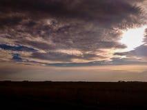 körning av solnedgång royaltyfri bild