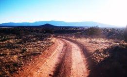 Körning av vägar för öken tillbaka Royaltyfri Foto