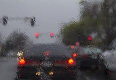 Körning i tungt regn Arkivbilder