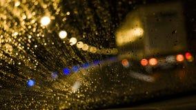 Körning på en regnig natt Royaltyfri Foto