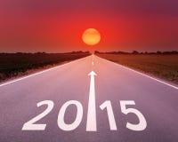 Körning på en tom väg framåtriktat till 2015 Royaltyfri Fotografi