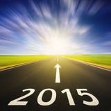 Körning på en tom väg i hastighet till 2015 Royaltyfria Bilder