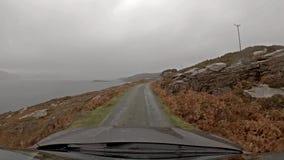 Körning på vägen för enkelt spår på ön av Raasay - Skottland lager videofilmer