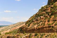 Körning till och med Colorado den nationella monumentet royaltyfria bilder