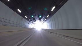 Körning till och med den portMiami tunnelen stock video
