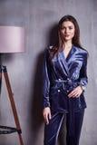 Körperform Brunettehaar-Abnutzung der Modeartfrau schönes Modell der perfekten Lizenzfreie Stockbilder